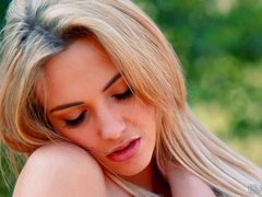 European heaetbreaker Sophia Knight gets Naked in nature and plays