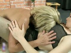 Old lesbian goes crazy licking part1
