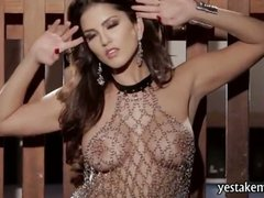 Big tits Sunny Leone teases and finger fucked her pussy