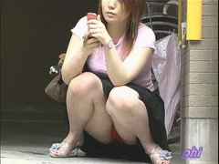 Watching girls panties on the streets of Tokyo