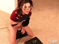 Geogia Jones screaming hot and sexy sybian orgasm!